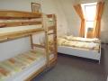 1 francia ágy és 1 emeletes ágy